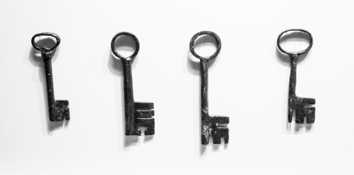 old-keys-1692990_1920